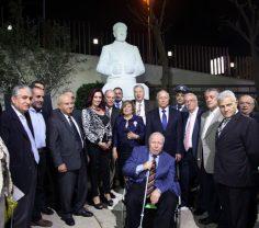 تمثال رائد شرعة حقوق الإنسان شارل مالك في حديقة جامعة AUST